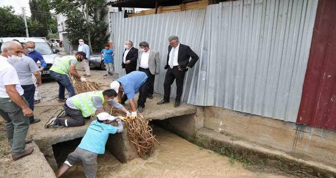 Gaziemir'de belediye teyakkuza geçti, selin izleri 2 saatte temizlendi