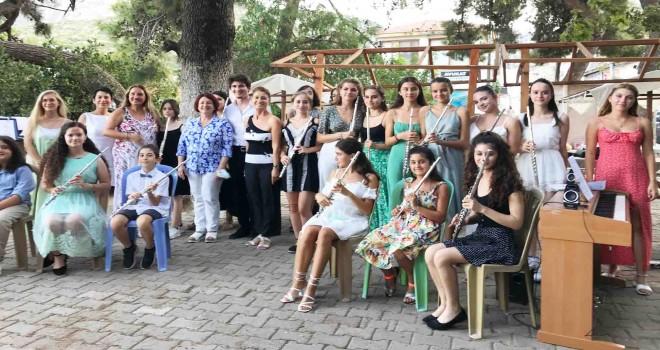 Piyano ve flütün muhteşem armonisi Karaburun'da buluştu