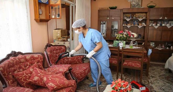 Karşıyaka'da vatandaşlara temizlik hizmeti