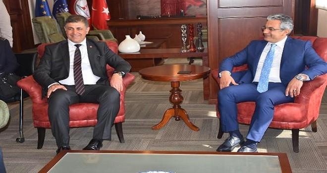 Karşıyaka Belediyesi'nde devir teslim yapıldı...