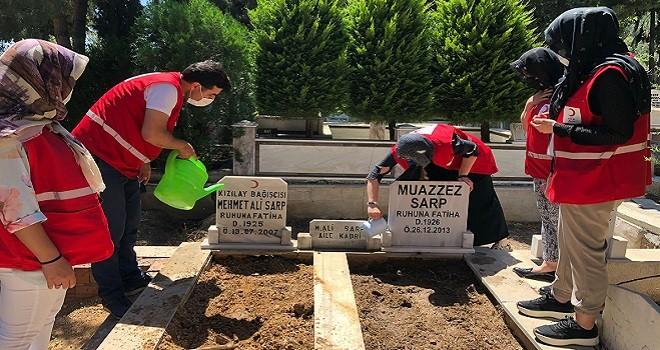 Kızılay Karşıyaka'dan mezar ziyareti...