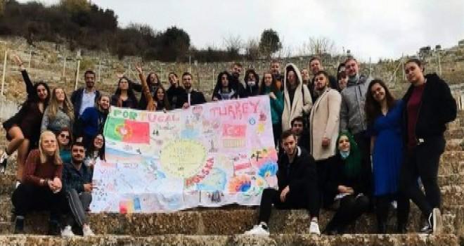 Gençler İzmir'de kaygı bozukluğunu tartışıyor