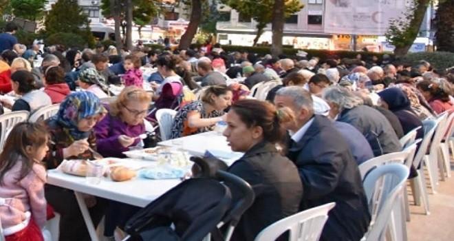Kızılay'ın Karşıyaka iftarları Ramazan boyunca devam edecek