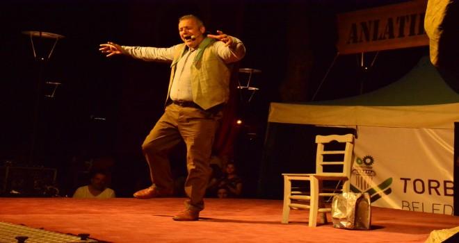 Usta tiyatrocu Torbalı'da ayakta alkışlandı