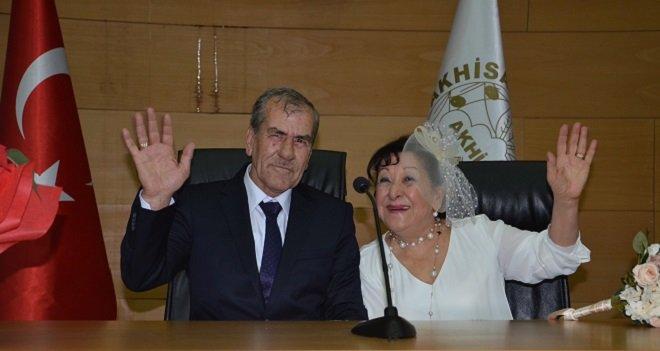 45 yıl önce aşk yaşadılar, 45 yıl sonra evlendiler...