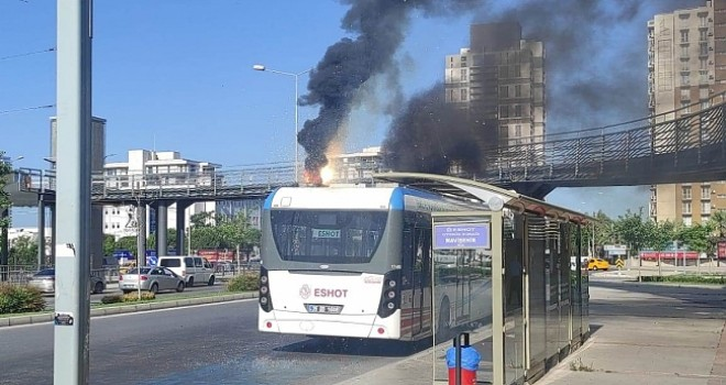 Karşıyaka'da elektrikli otobüs alev aldı
