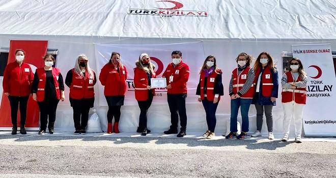 Türk Kızılay Karşıyaka'ya buz patenci kadın kolu başkanı...