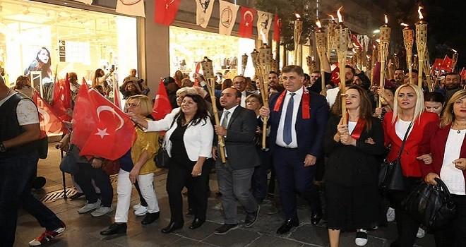 Karşıyaka'da Cumhuriyet coşkusu başladı...