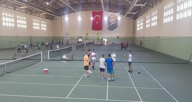 Tenis Temel Antrenör Kursu Karşıyaka'da başladı