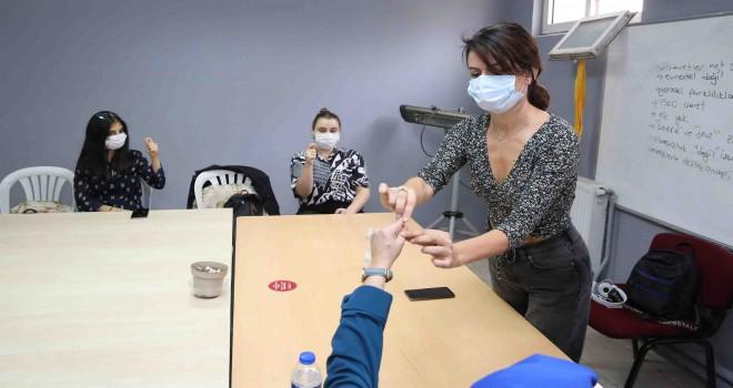 Kadınlar iş hayatı için ilk adımı Buca'da attı