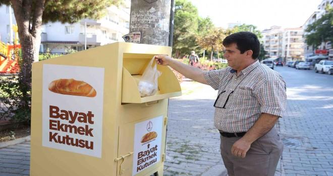Karşıyaka'da bayat ekmekler toplanıyor