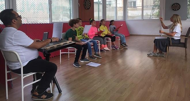 Karşıyaka Çocuk Korosu çalışmalarını sürdürüyor