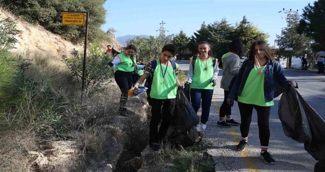 Lise öğrencileri Yamanlar'da çevre temizliği yaptı