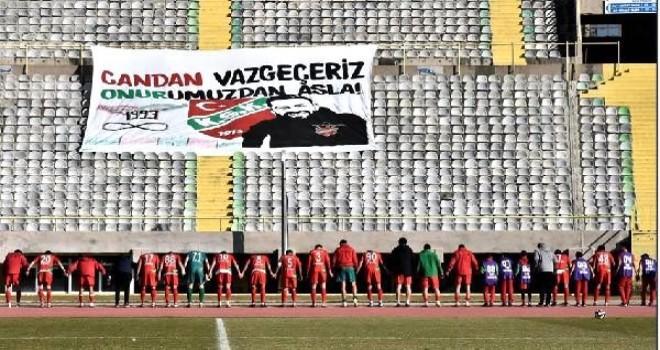 Karşıyakalı futbolcular primlerini Onur Candan'ın ailesine bağışladı
