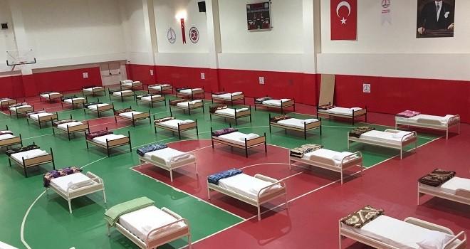 Suat Cemile Balcıoğlu Spor Salonu barınma merkezi oldu