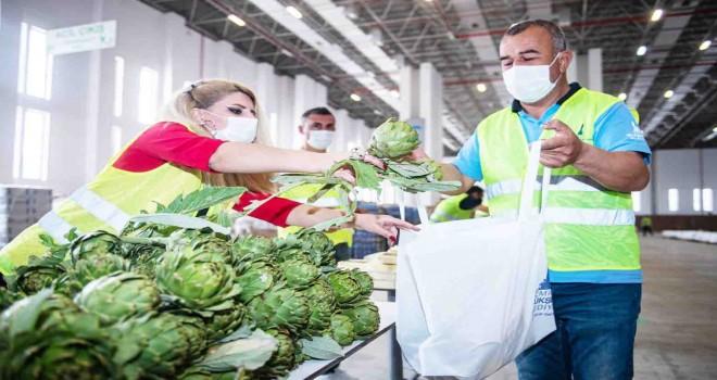 İzmir Büyükşehir hem üreticiye hem dar gelirli ailelere destek oluyor