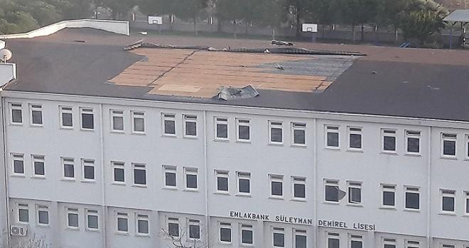 Mavişehir Süleyman Demirel Lisesi'nin çatısı uçtu