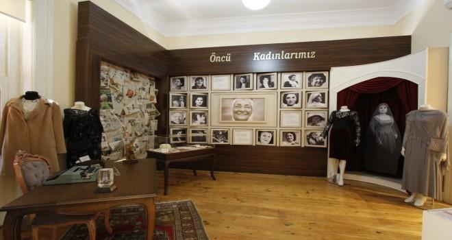 ''Atatürk'ün İzinde Çağdaş Türk Kadınları Cumhuriyet Sergisi''