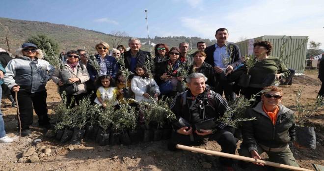 Karşıyaka'nın Kentsel Dönüşüm Ormanı'na 1500 fidan