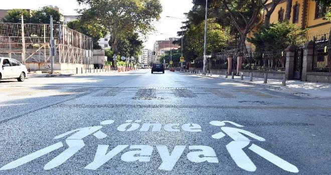 İzmir'de 170 noktada ''Önce Yaya'' uyarısı