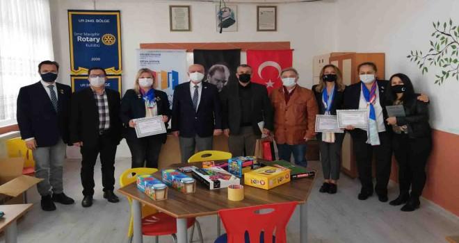 Mezun oldukları Ankara İlkokulu'na vefa