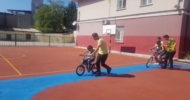 Egeli genç hekim adayları otizmli bireylere bisiklet eğitimi verecek