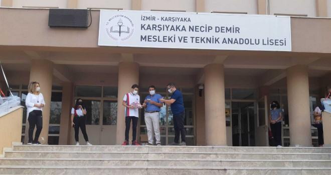 Karşıyaka Necip Demir Mesleki ve Teknik Anadolu Lisesi'nden aşı kampanyası