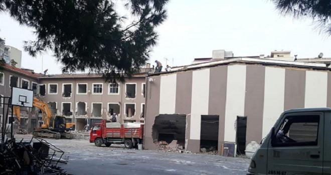 Karşıyaka'da yıkılan 2 okul ihaleye çıkıyor...