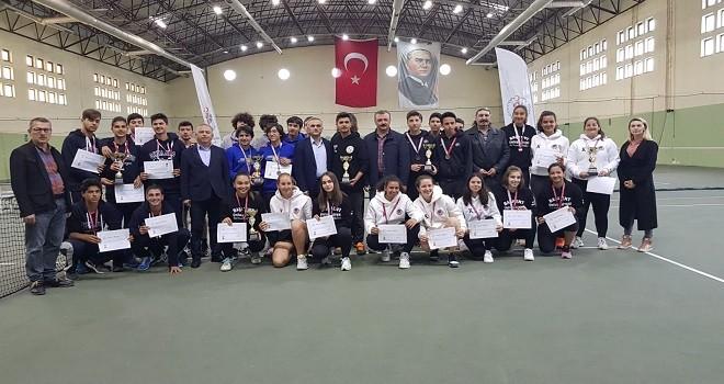 Türkiye Gençler Tenis Şampiyonası Karşıyaka'da yapıldı