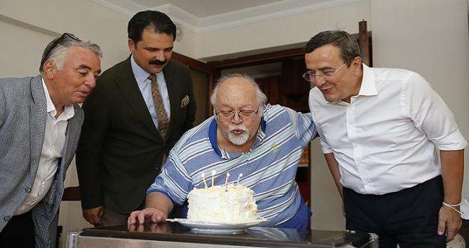 Abdül Batur'dan İzmir Baba'ya sürpriz...