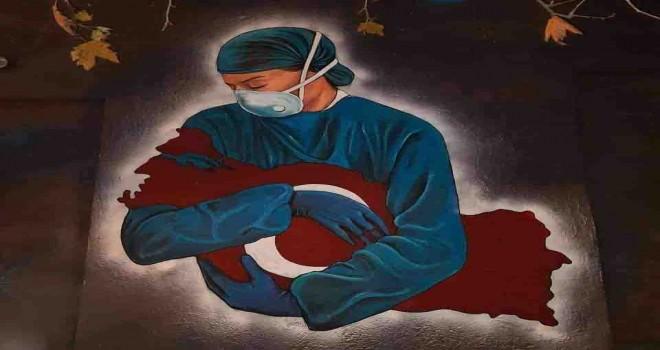 Efes Selçuk duvarlarından sağlık çalışanlarına teşekkür