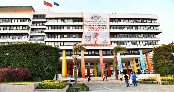 İzmir Büyükşehir Belediyesi'nden dev pankart