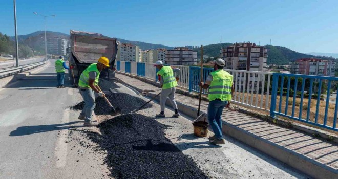 Karşıyaka'da yağmur suyu hattı çalışmaları sürüyor