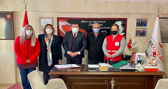 Kızılay Karşıyaka'dan Hakkari'ye 300 kışlık kıyafet
