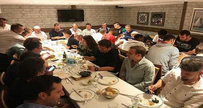Pınar Karşıyaka'ya başkan yemek verdi...