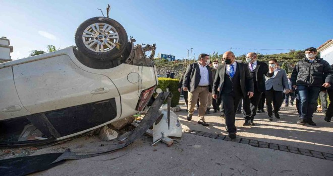 Başkan Soyer hortumun vurduğu Alaçatı'da