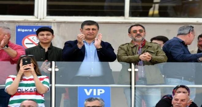 Başkan Cemil Tugay, Karşıyaka maçını tribünden izledi