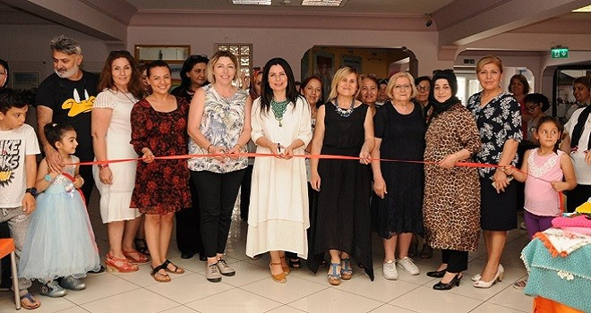 Yılmaz, Şehit Ahmet Oruç Ortaokulu'nun sergisini açtı