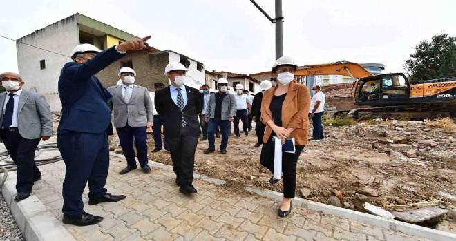 Başkan Soyer Örnekköy Kentsel Dönüşüm Alanı'nda incelemelerde bulundu