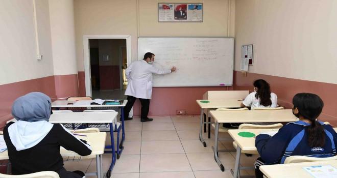 Karabağlar Belediyesi eğitimde fırsat eşitliği yaratıyor
