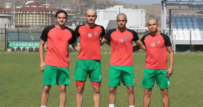 Karşıyaka'da 7 futbolcu sokağa çıkamayacak