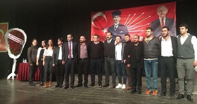 CHP Karşıyaka Gençlik Kolları Başkanı ve 14 üye istifa etti