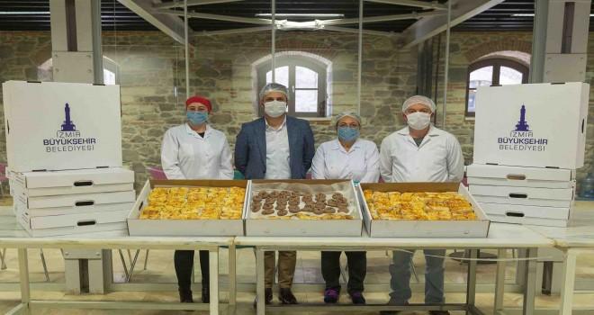 İzmir Büyükşehir'den sağlık çalışanlarına atıştırmalar