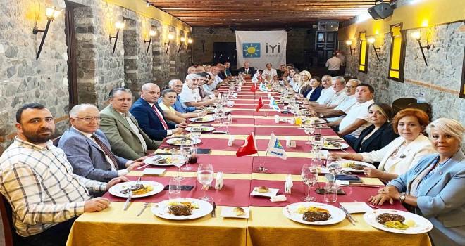 İYİ Parti İzmir Milletvekilleri ilçe başkanlarıyla buluştu