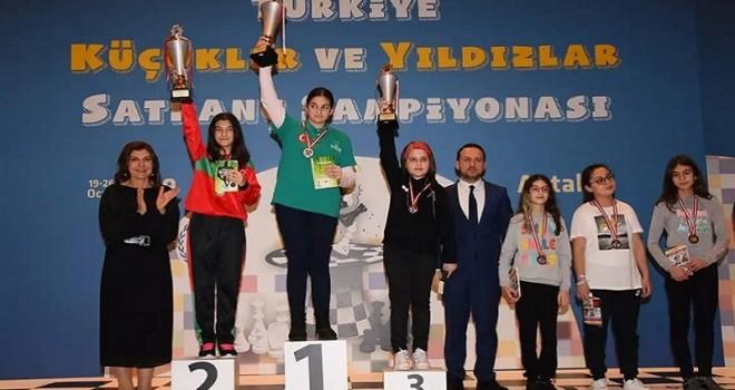 Satrançta Karşıyakalı Gülcan Türkiye İkincisi...