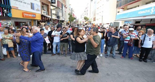 Karşıyaka'da Alzheimer'a karşı dans