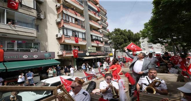 Karşıyaka'da 19 Mayıs kutlamaları evlere taşındı