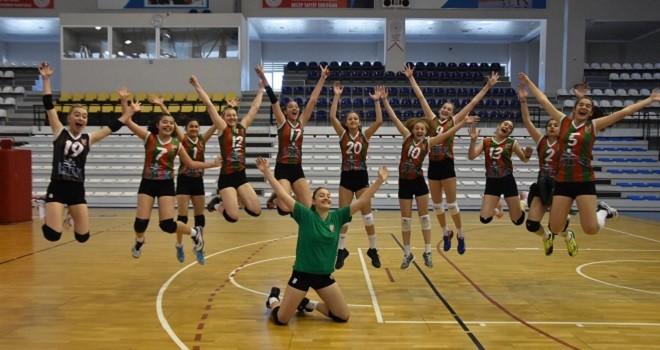 Karşıyaka'nın küçük kızları Türkiye Şampiyonası finallerinde...