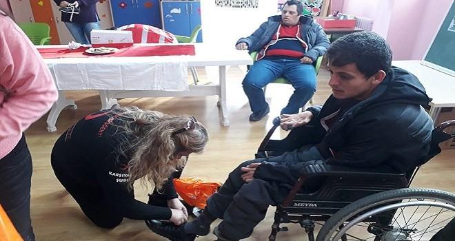 Türk Kızılay Karşıyaka Şubesi'nden yılbaşı mutluluğu...