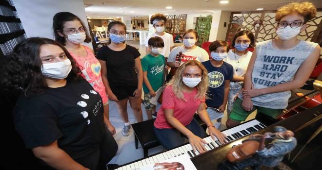 Kızılçullu gençleri Endonezya'dan ödül topladı